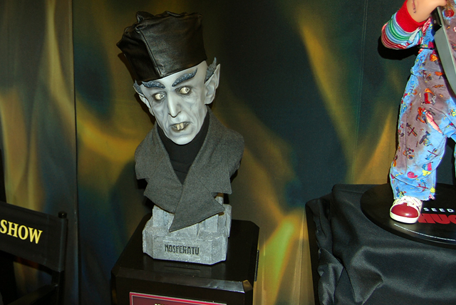 Sideshow Nosferatu bust pic 2